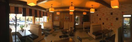 Основной зал: 32 места / 8 столов